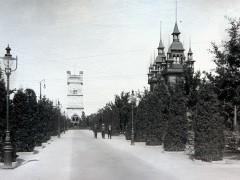 Вид на смотровую башню с променада. Справа — Концертный зал. 1904 г. Подарена «Обществом по охране и исследованию сов» (Германия).