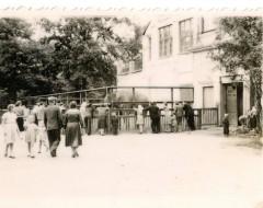Открытый вольер слонов. 1958 г. Из архива Калининградского зоопарка.
