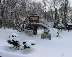 Двойной пруд с беседкой. Зима 2016 г. Из архива Калининградского зоопарка.