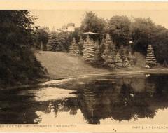 Открытка. Хуффенский ручей. На заднем плане — башни Медвежатника. Начало ХХ в. Подарена «Обществом по охране и исследованию сов» (Германия).