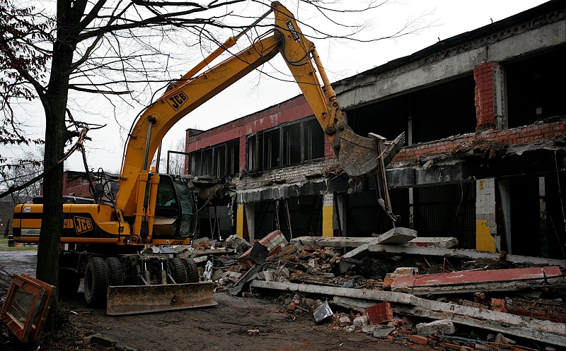 Демонтаж здания старого обезьянника 2008 г. Фото Гусейнова В.